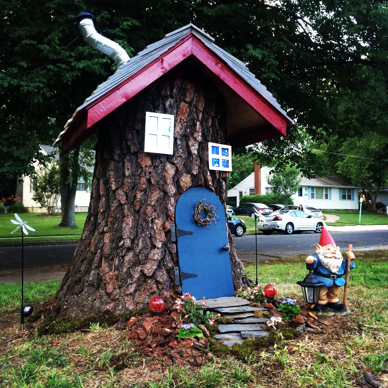 Tree stump fairy house - Fairy Tree Stump House