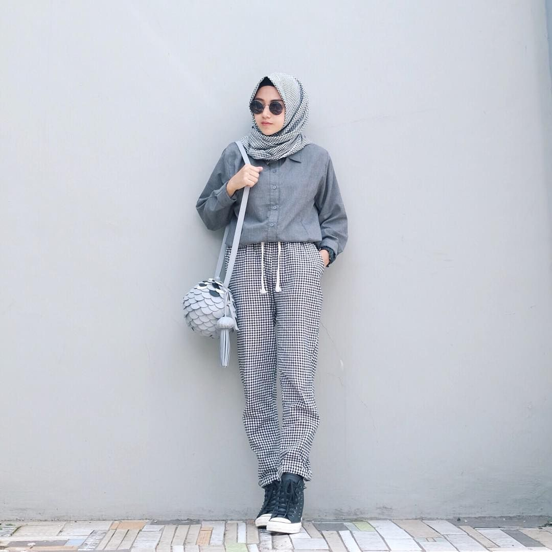 Pin By Hasna Uswatun Nisa On Casual Hijab Style In 2018 Pinterest Vicria High Quality Korean Bag Pompom Biru Tua See This Instagram Photo Nisacookie 4578 Likes Ootd Outfit