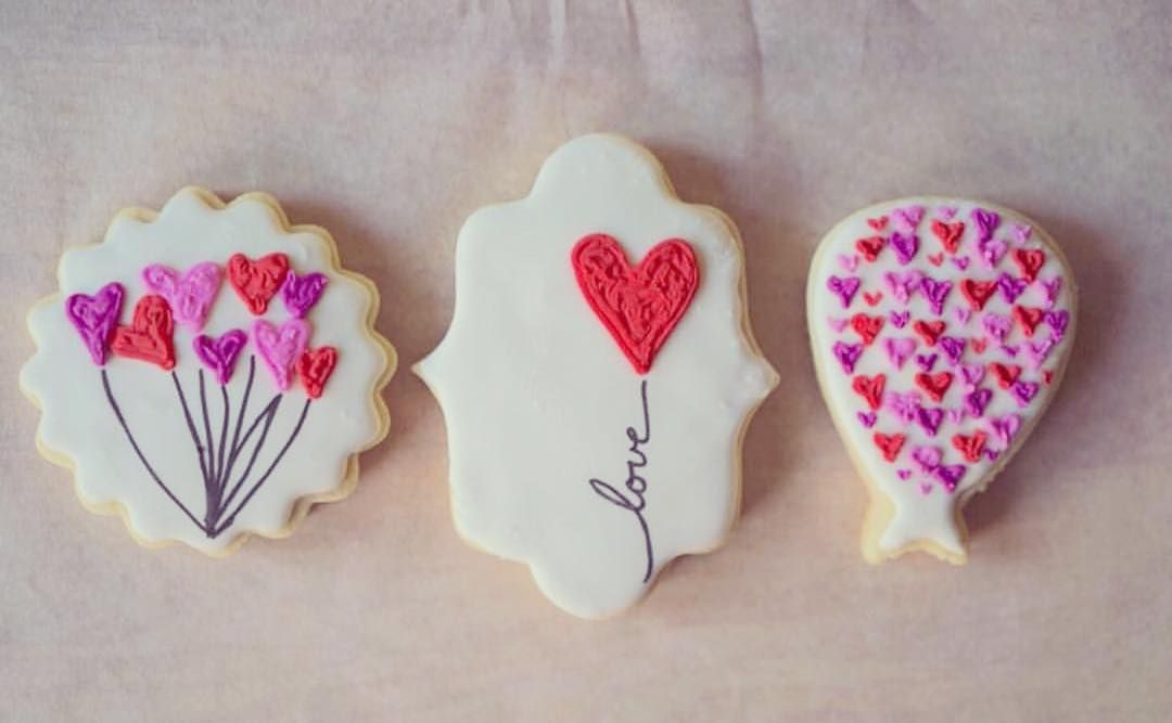 We've got Valentine's Day, Mardi Gras and Chinese New Year on our minds and those cookie cutters on the printers! We're loving these cookies from @thedessertpantry