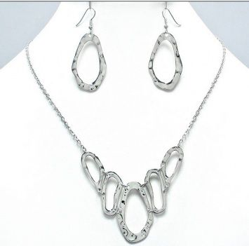 Metal Necklace Set in Gold or Silver | Sonia V Boutique