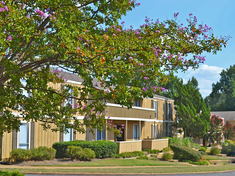 Bella Vista Apartments Located In Southeast Memphis Tn House Styles Bella Vista Mansions