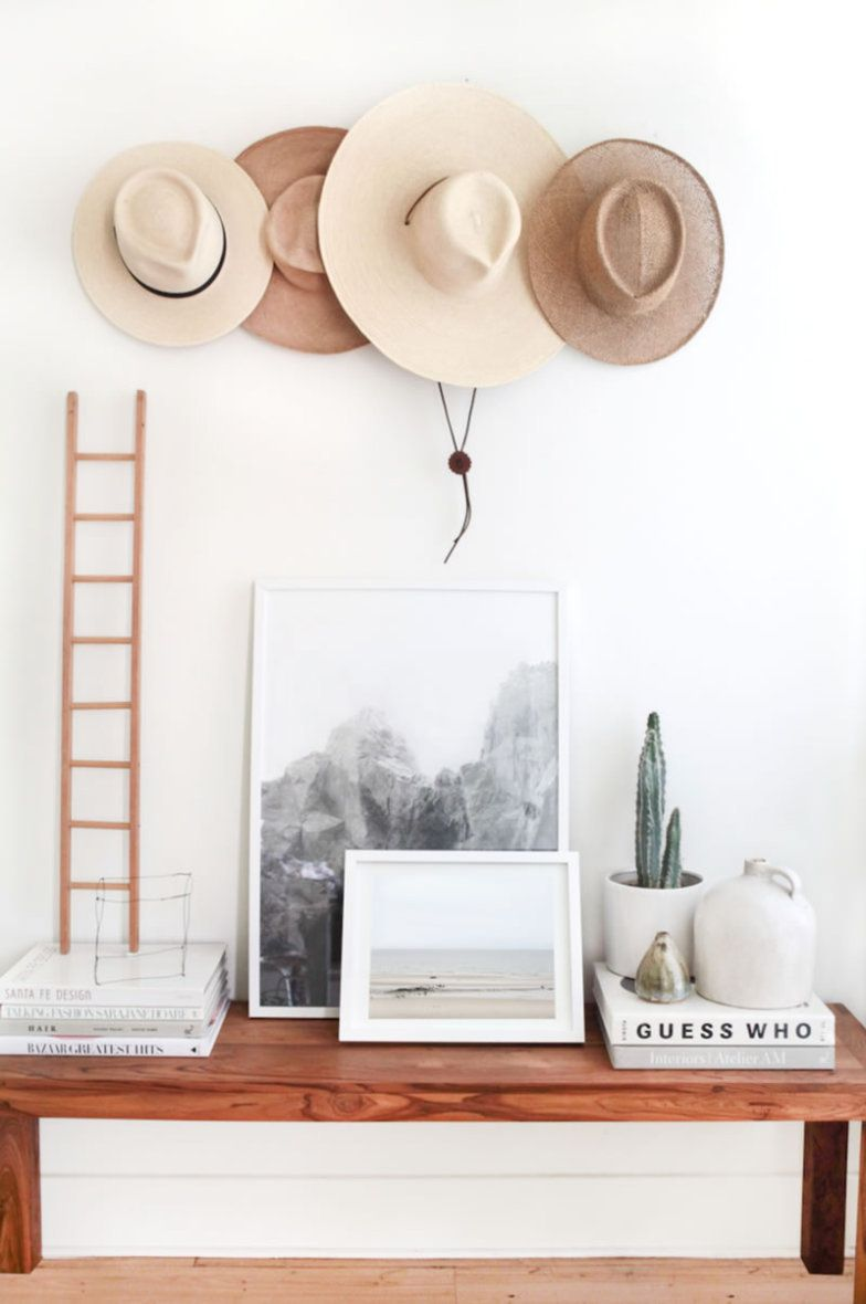 Um conjunto de pratos sem uso, alguns chapéus e até um lenço guardado na gaveta há tempos podem virar a sua mais nova obra de arte