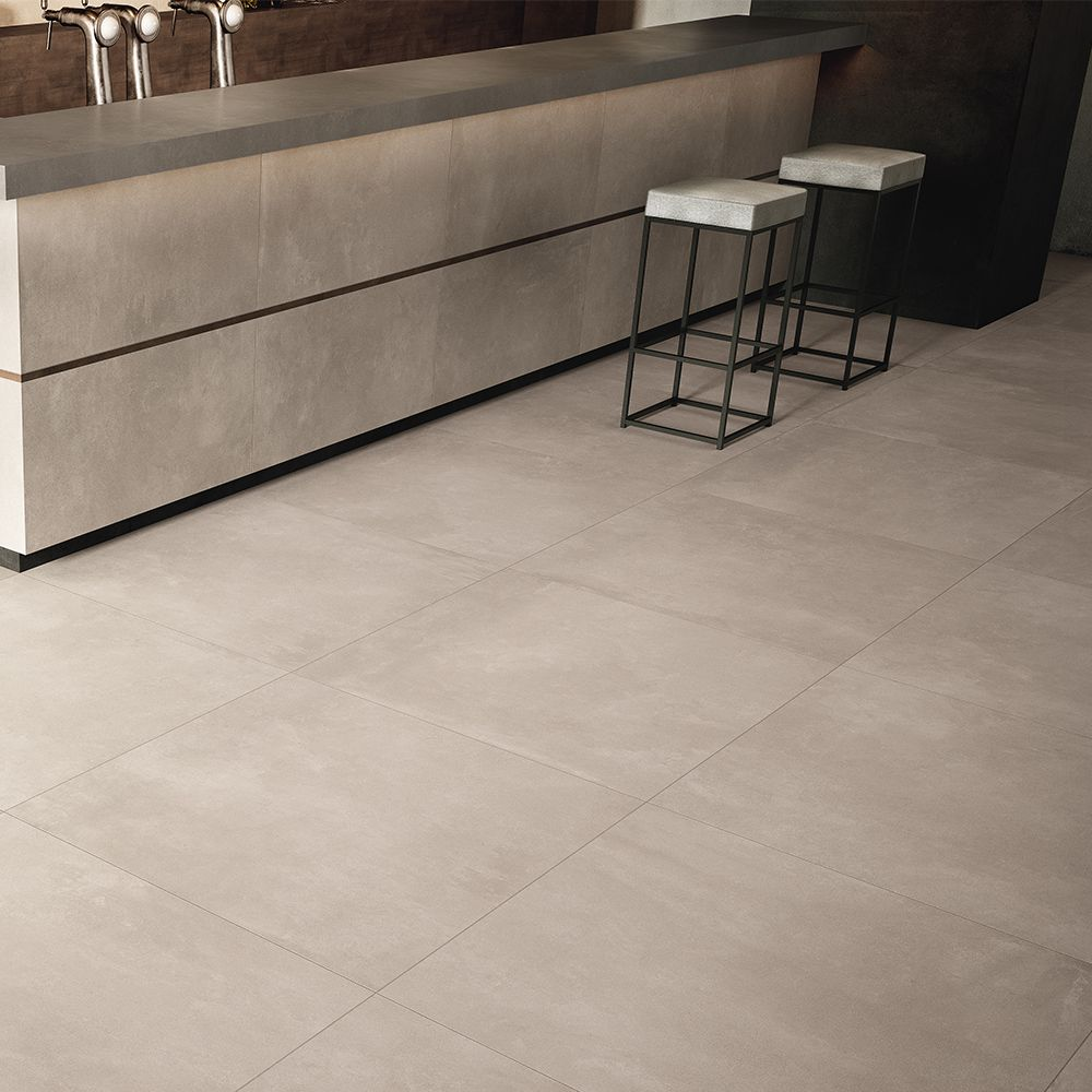 Carrelage Imitation Beton Cire 60x60 Ag Taupe Lisse Rectifie Collection Azuma Imola Carrelage Interieur Carrelage Carrelage Salon