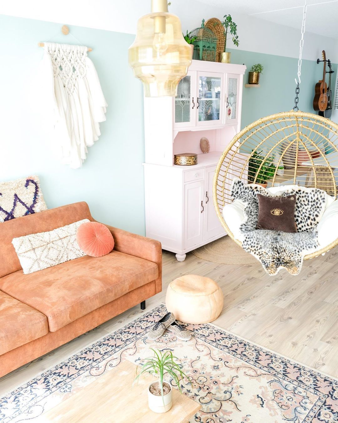 Hangstoel Standaard Tweedehands.Need A Place To Chill Hangstoel Livingroom Pastel Bohemian