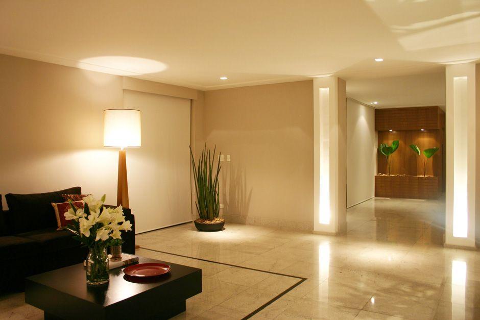 Hall heloisa rezende interiores porcelanato - Decoracion hall de entrada edificios ...