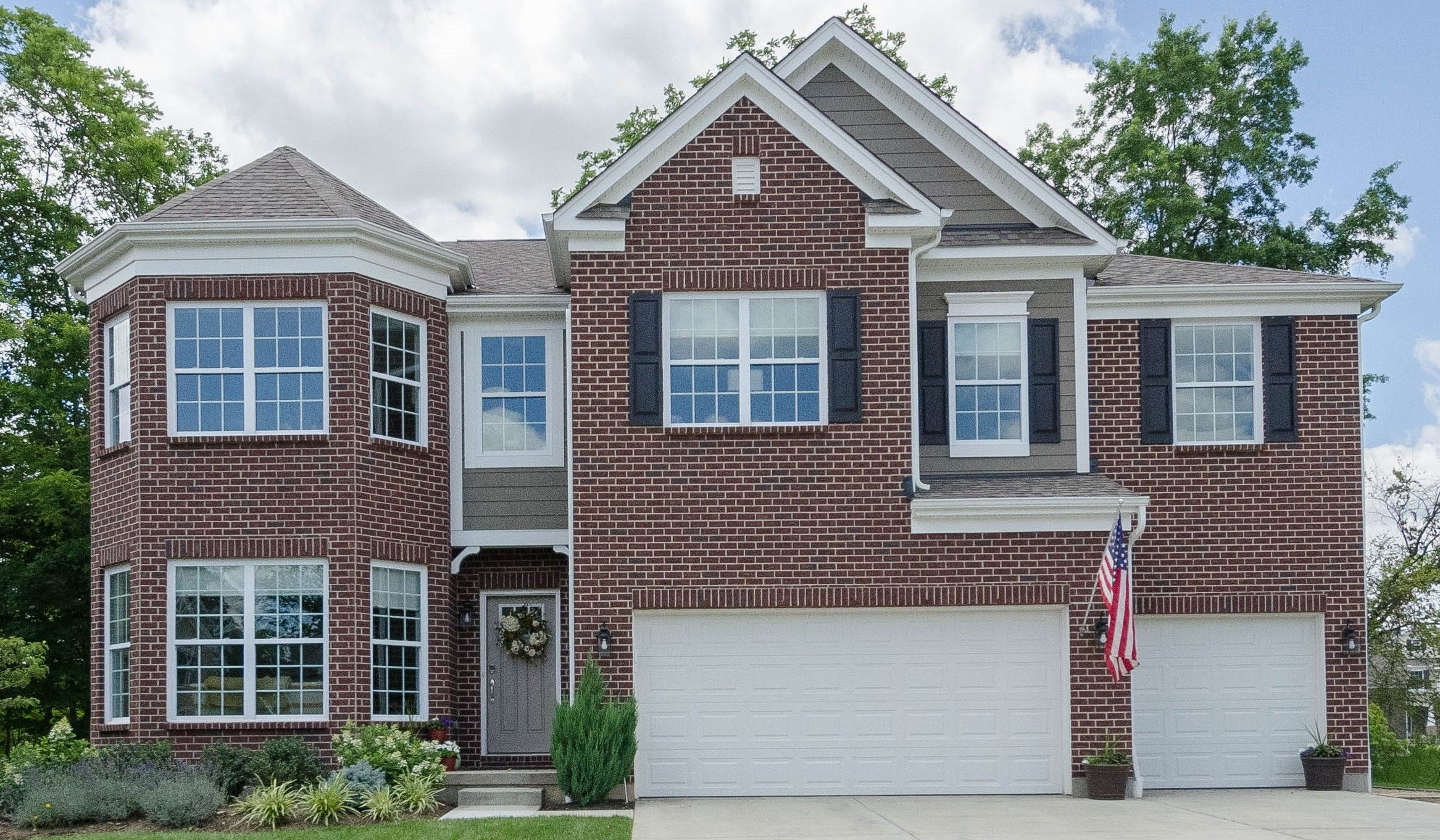 Federal Hill Brick Timber Bark Hardie Siding Black Shutters Rc46 Exterior Brick House Exterior House Styles