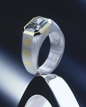 Lee Charles Buckingham - Neiman Marcus Platinum and 22K yellow gold men's ring featuring a 4.41 ct. green Diamond.