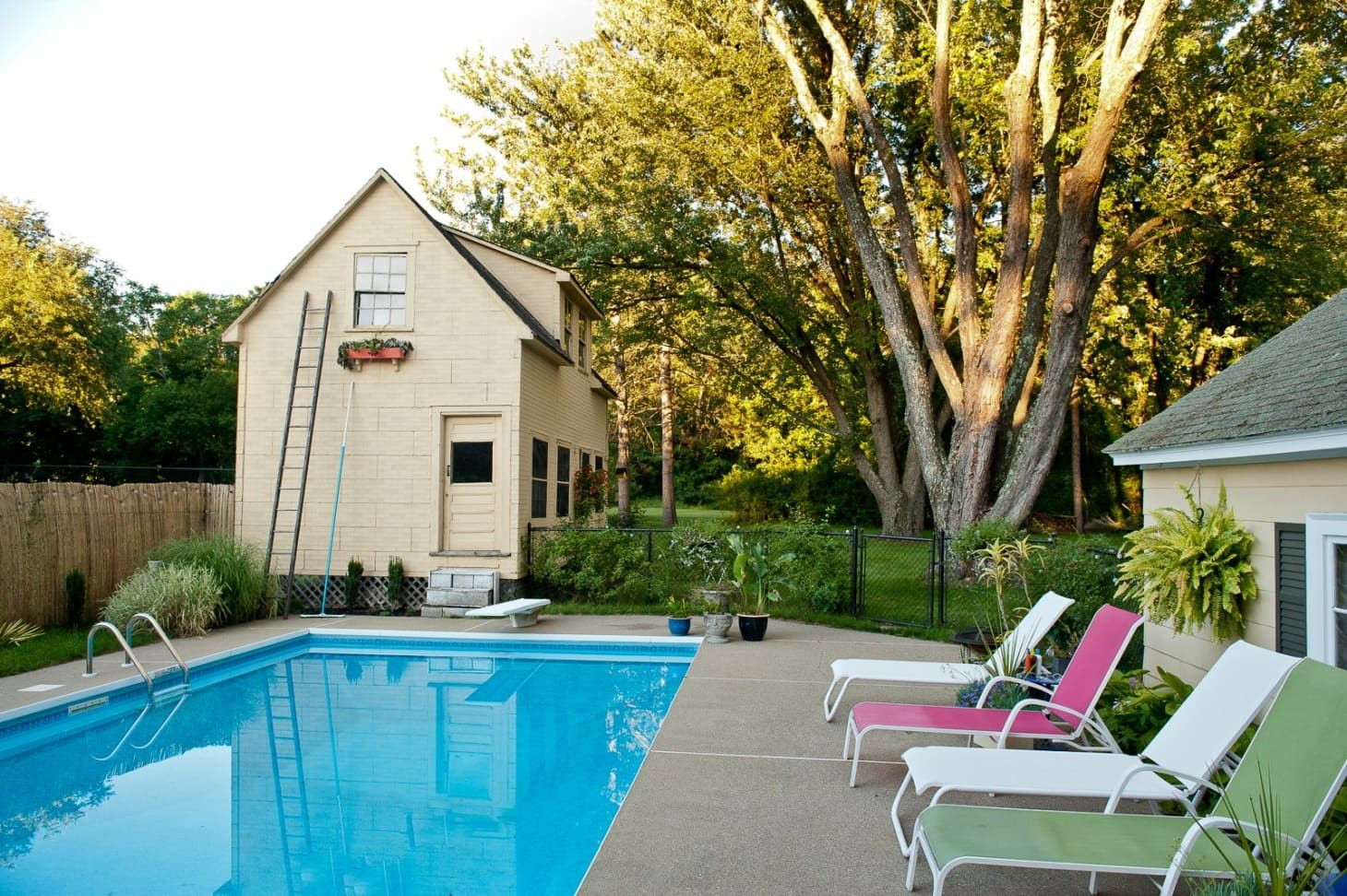 This New App Lets You Rent Your Neighbor's Pool, Starting