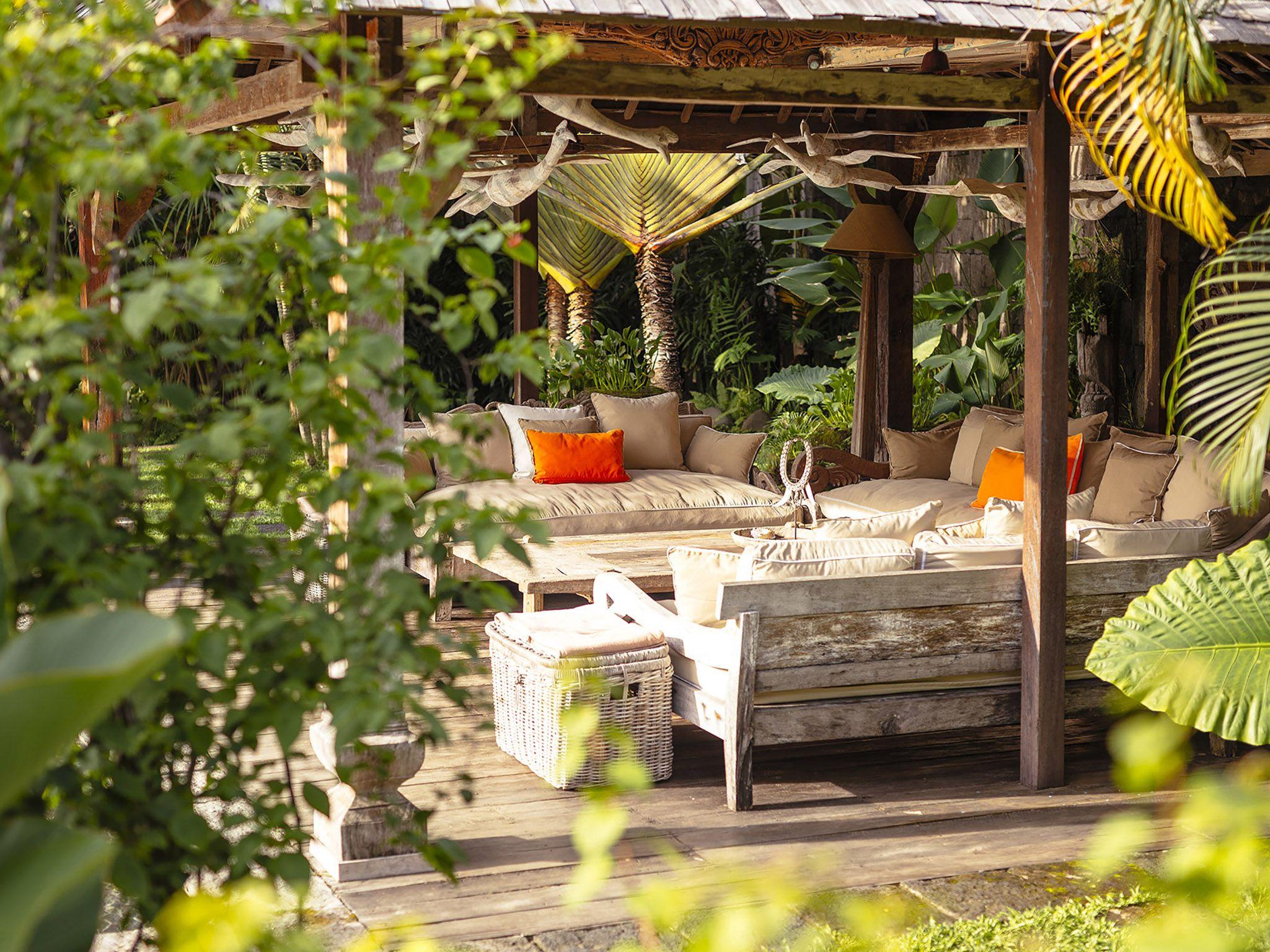Villa Zelie Outdoor Living Area Luxury Vacation Rentals Luxury Vacation Luxury Villa Rentals Backyard garden for rent