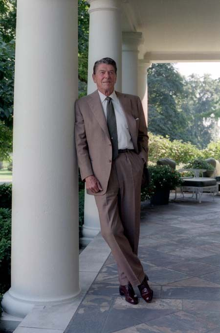 the life of the 40th president of the united states of america ronald reagan Ronald wilson reagan (february 6, 1911 - june 5, 2004) was an american actor  turned politician who served as the 40th president of the united states from.