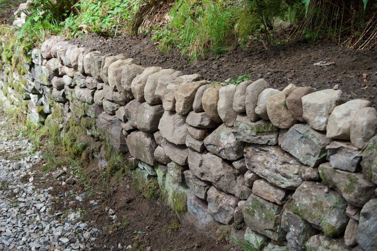 Build a mortarless stone retaining wall stone retaining wall build a mortarless stone retaining wall amipublicfo Choice Image
