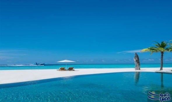 أفضل الشواطئ الفاخرة للتمتع بإجازة مميزة في تضم جزر المالديف أكثر من 100 منتجع وستحتوي هذا العام على عدد كبير من مناطق الرفاهية Outdoor Outdoor Decor Beach