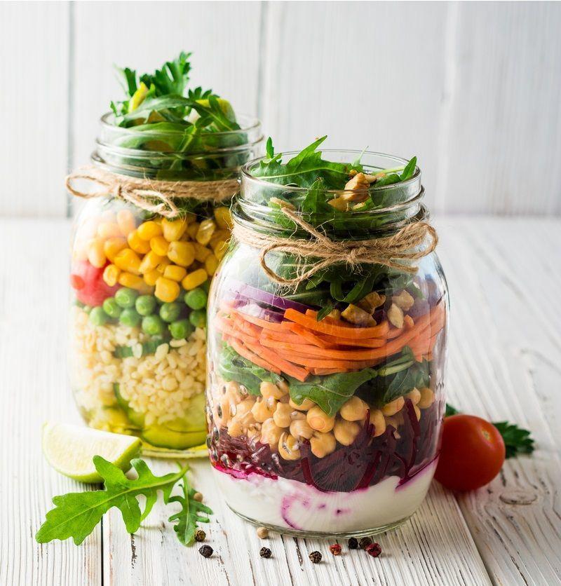 Salada de Macarrão ao Molho Pesto no Pote -  Salada no pote #salada #pote #saladas #receitasfit #fit...