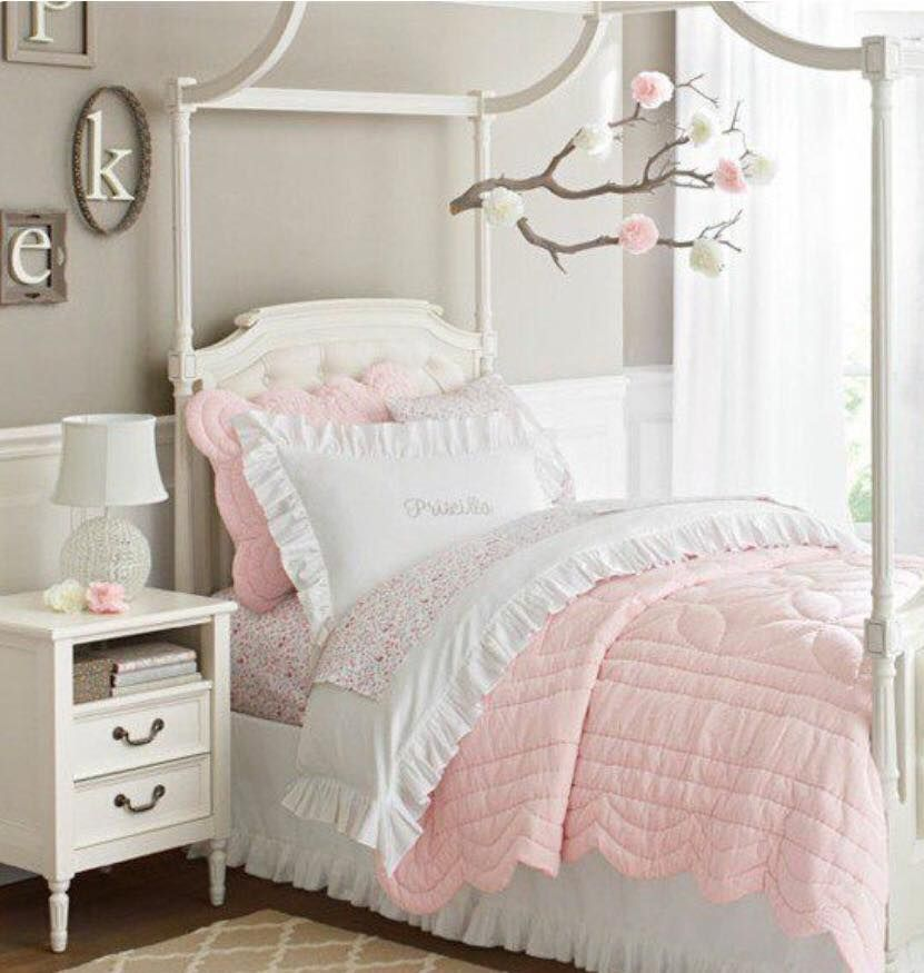 chambre coucher fille lit design chevet fille cocon et papillon espace deco cocon. Black Bedroom Furniture Sets. Home Design Ideas