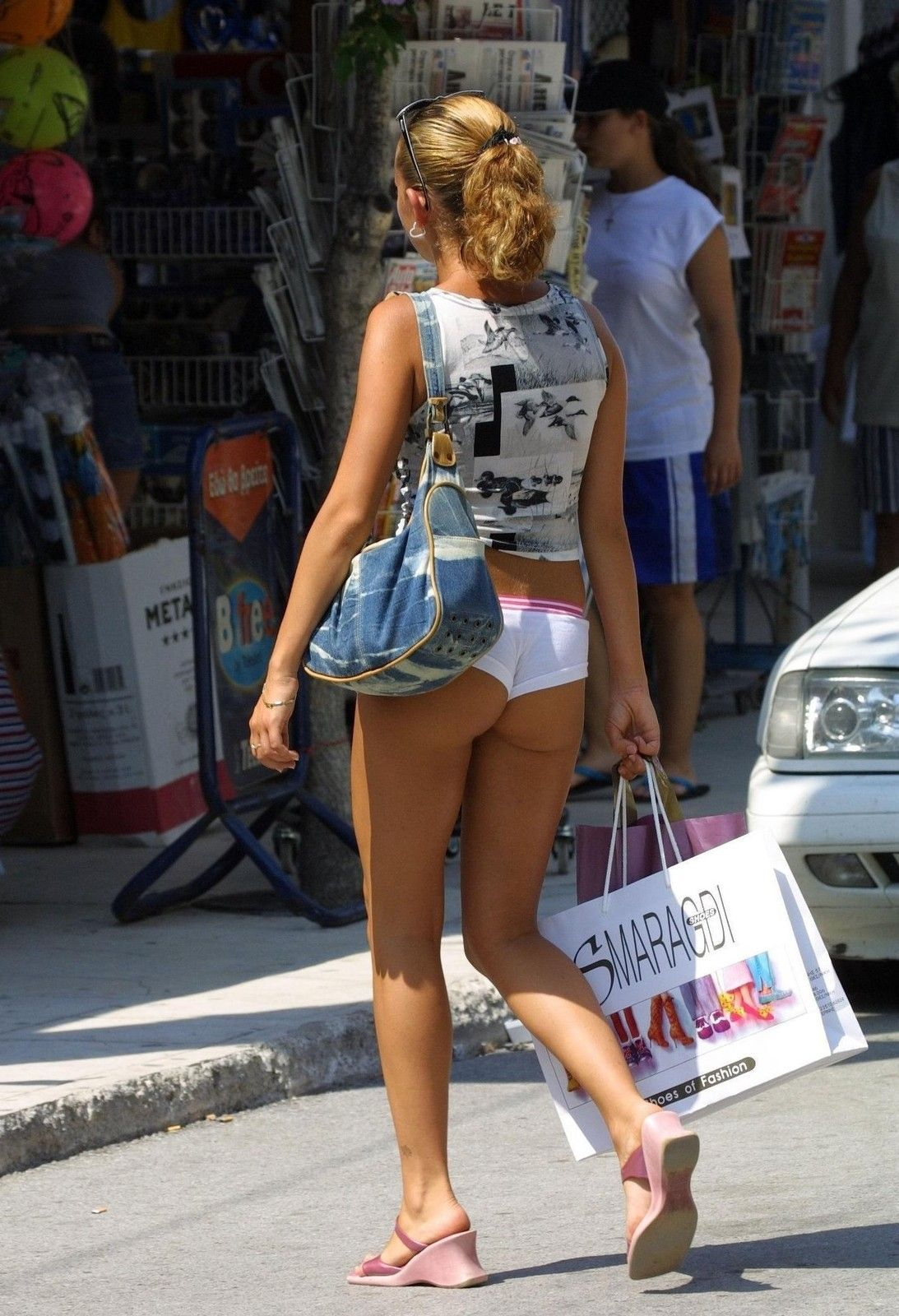 в микро шортах на улице фото вас интересует