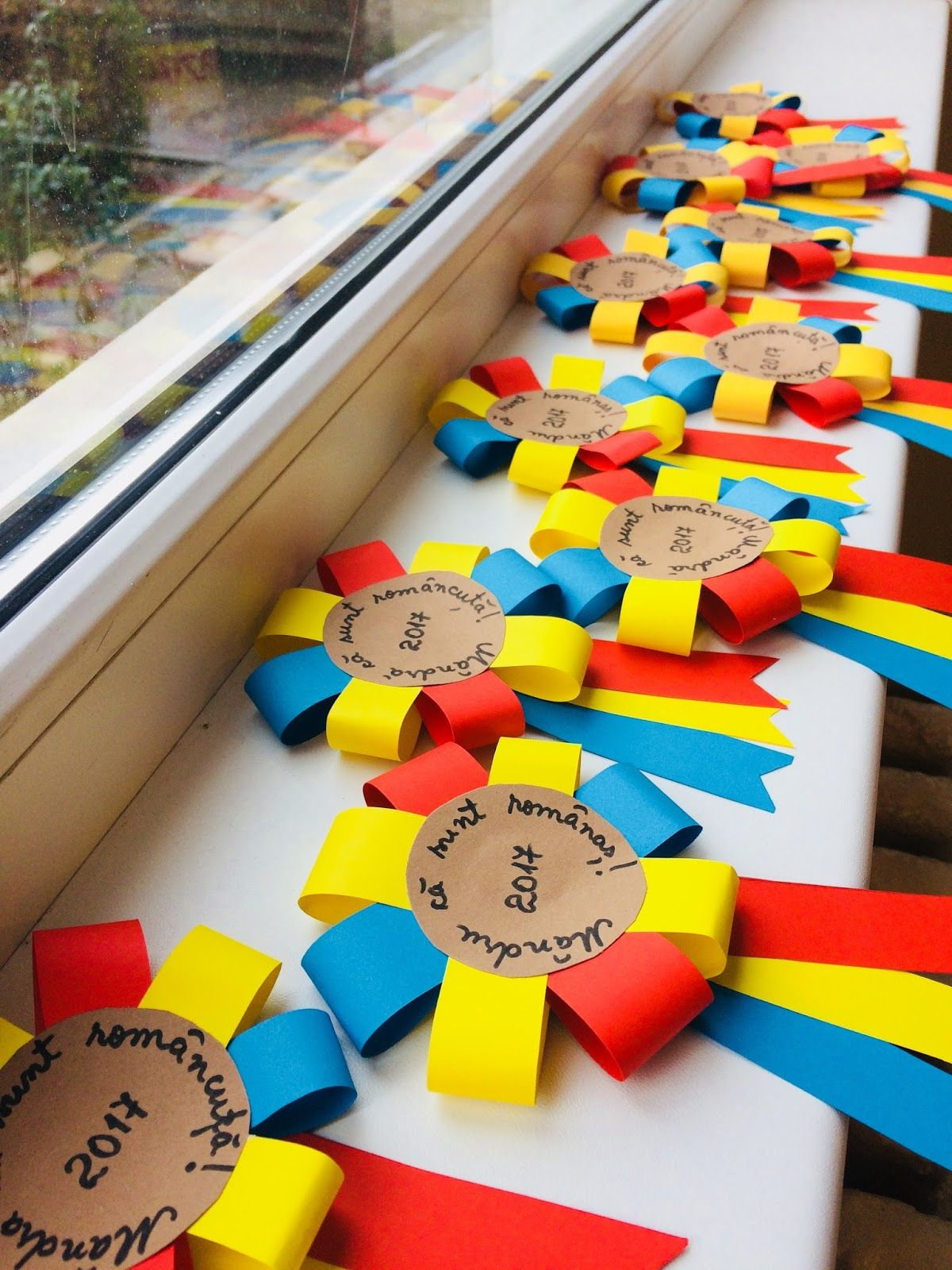 Mândru că sunt românaș! Mândră că sunt româncuță! is part of School crafts -