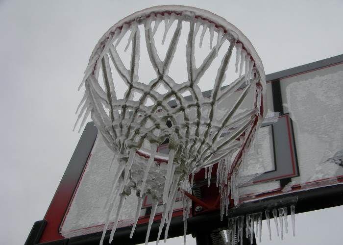 Leggi la guida e scopri come difenderti dal freddo in arrivo http://www.brichome.it/freddo-in-arrivo-guida-5-semplici-accorgimenti-per-difendersi/