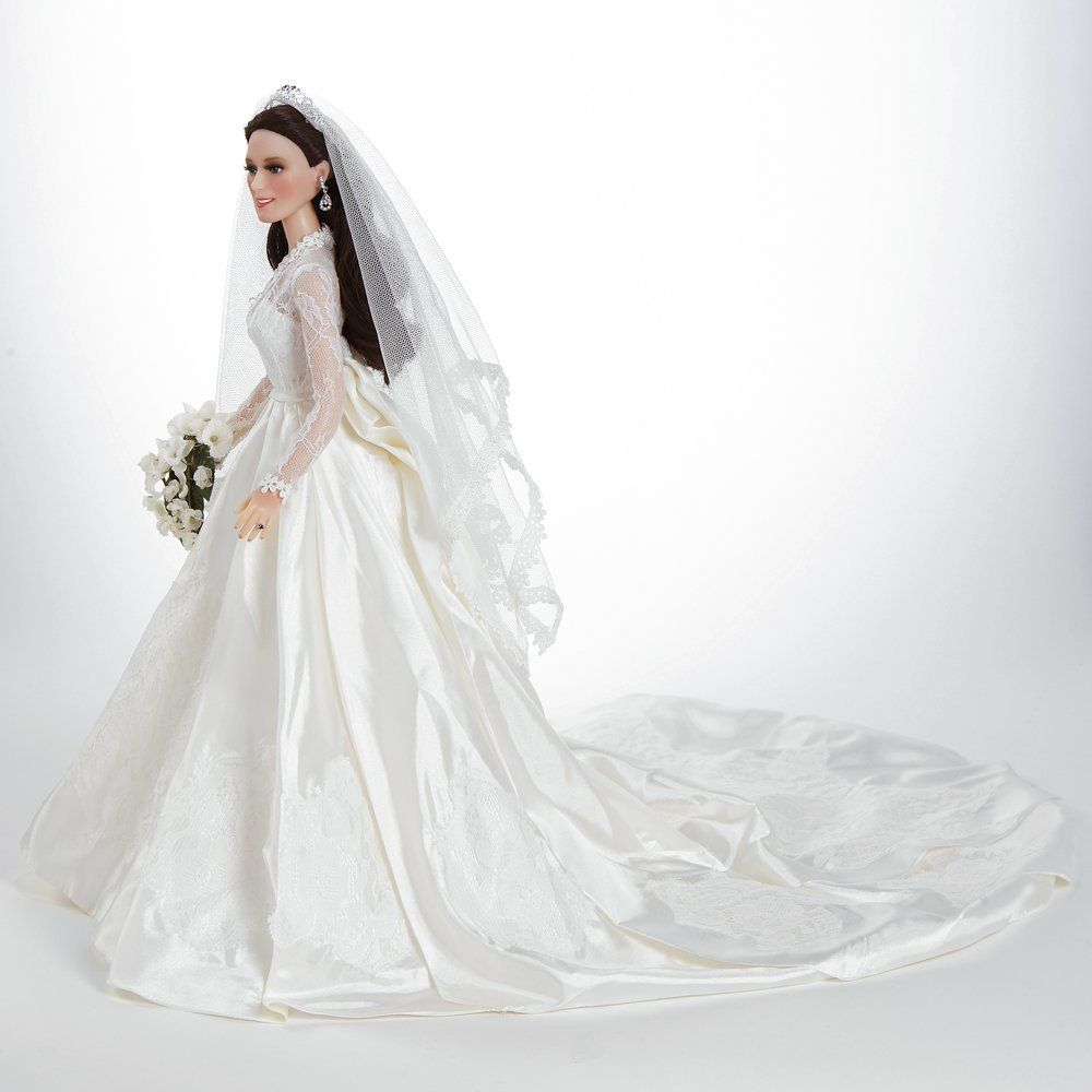 Amazon Com Kate Middleton Bride Doll Princess Catherine The Royal Wedding Doll 17 In Vinyl Toys Games Bride Dolls Wedding Doll Bride
