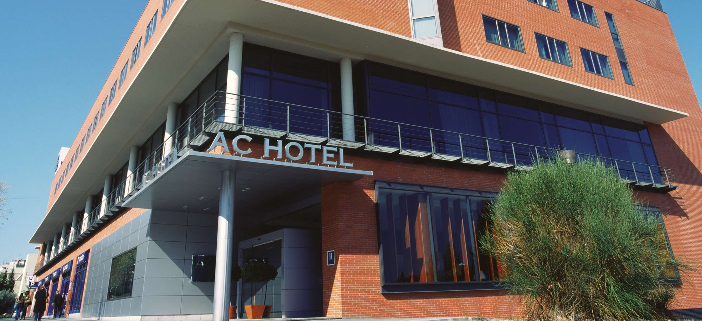 Discover The Stylish Ac Hotel Guadalajara And Experience Full Service Facilities In The Heart Of The City Center That Make It An I Ac Hotel Hotel Destin Hotels