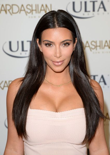 Kim Kardashian Long Center Part Kim Kardashian Hair Celebrity Hairstyles Straight Hairstyles