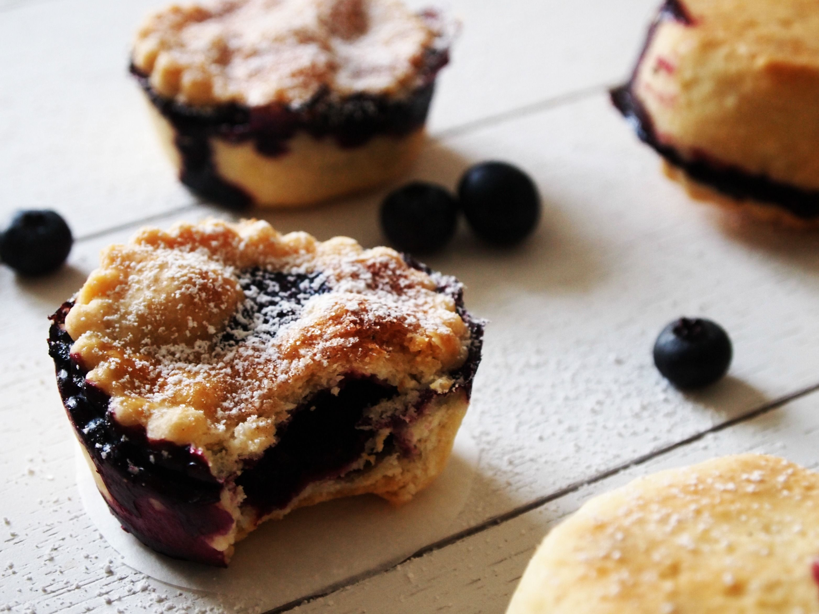 Mini Blueberry Pies recipe - in German but link for English recipe is included