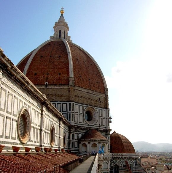 Pathway Along The Terrace Of The Roof Of The Duomo Santa Maria Del Fiore In Florence With Brunelleschi S Dome Cattedrali Passeggiate Terrazzo