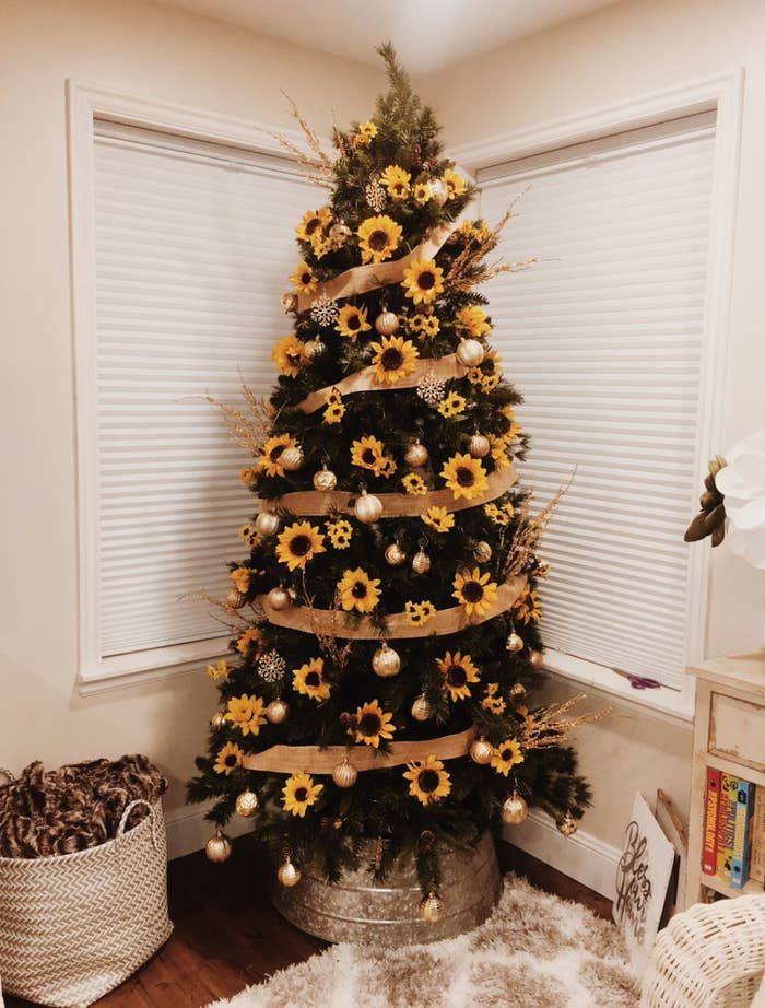 39 Aesthetically Pleasing Christmas Trees That'll Make You Say Goals #sunflowerchristmastree