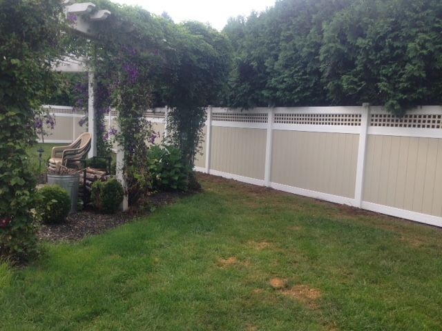 Illusions Mix N Match Vinyl Privacy Fence With Beige Panels And White Posts Rails And Caps And A Square Lattice Topper Vinyl Fence Vinyl Privacy Fence Fence