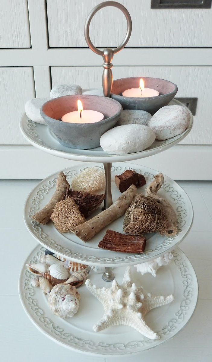 beachy etagere with sea treasure and tealights sommer summer pinterest etagere dekorieren. Black Bedroom Furniture Sets. Home Design Ideas
