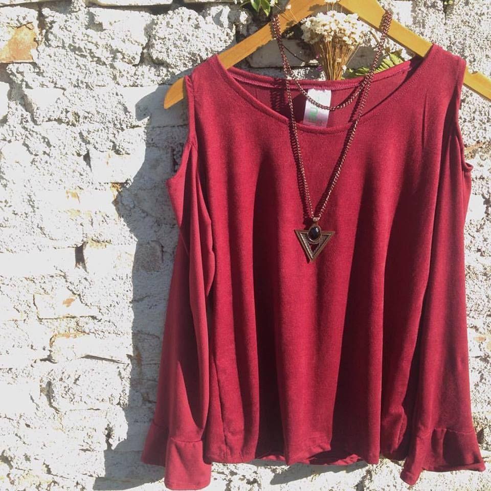 Blusa de suede AMEI com detalhes no ombro e manga sino🍃✨ Linda❤️ #lojaamei #etiquetaamei #muitoamor #blusasuede #novidades #moda #fashion #acessório