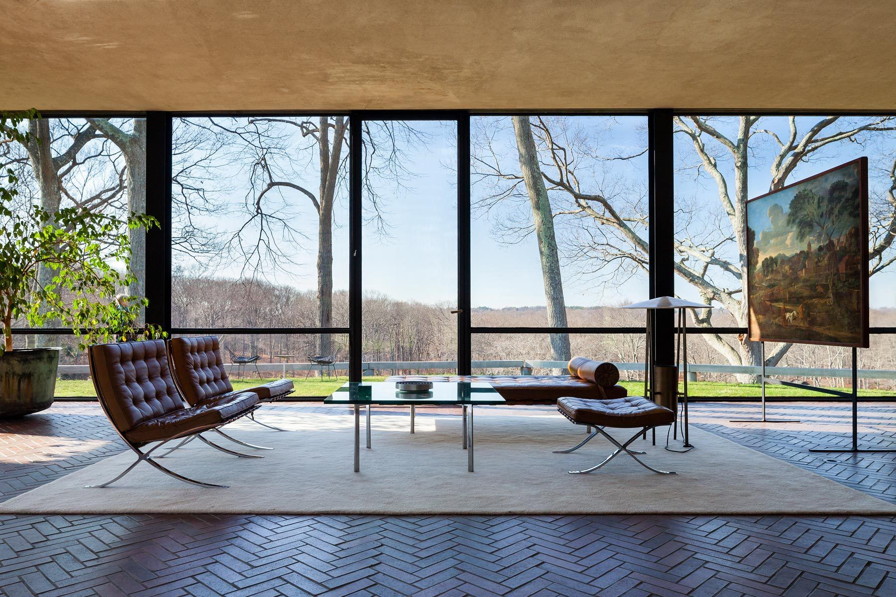 Glass house philip johnson interior buscar con google