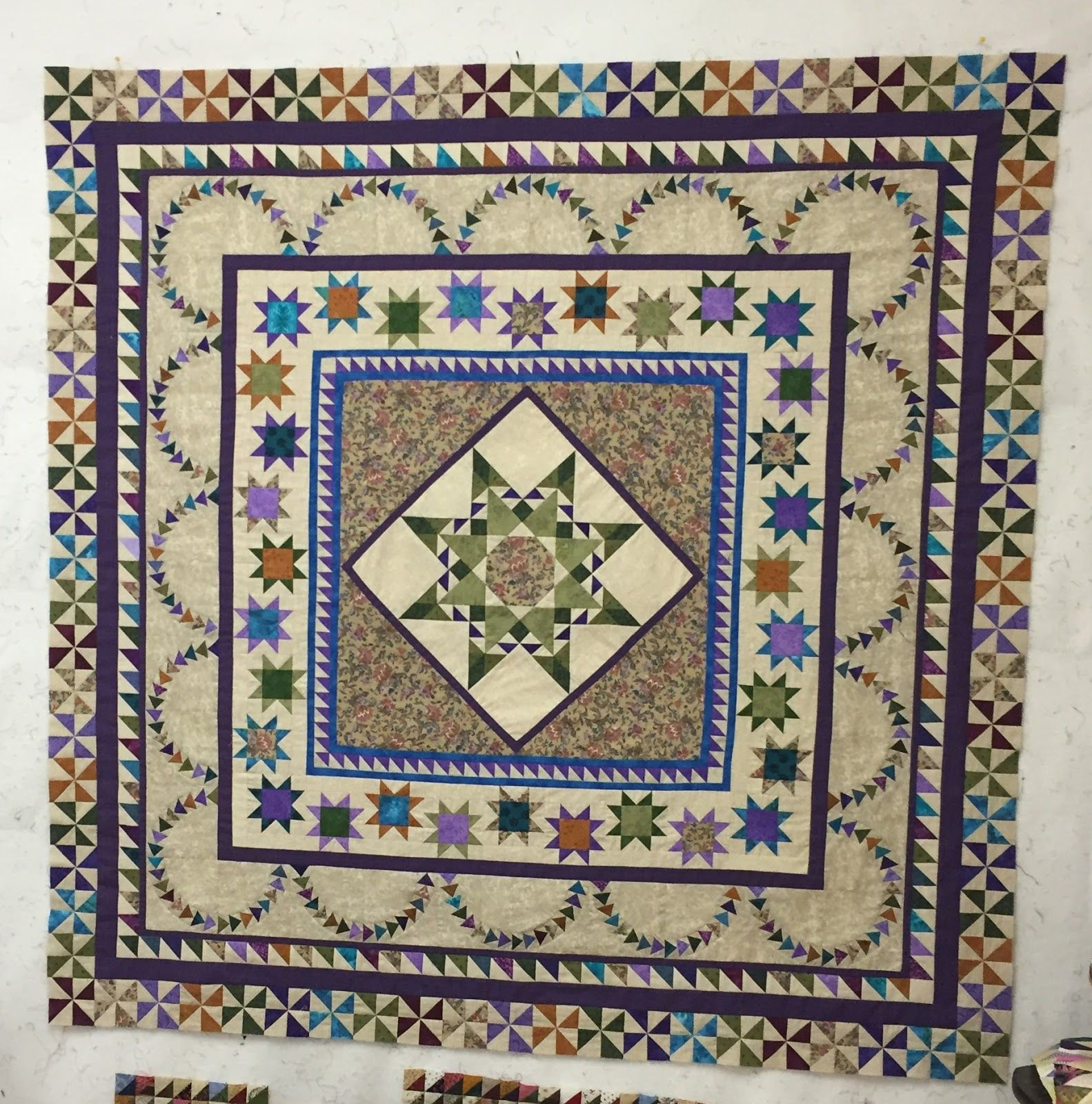 alimakes quilt finished finally medallion modern