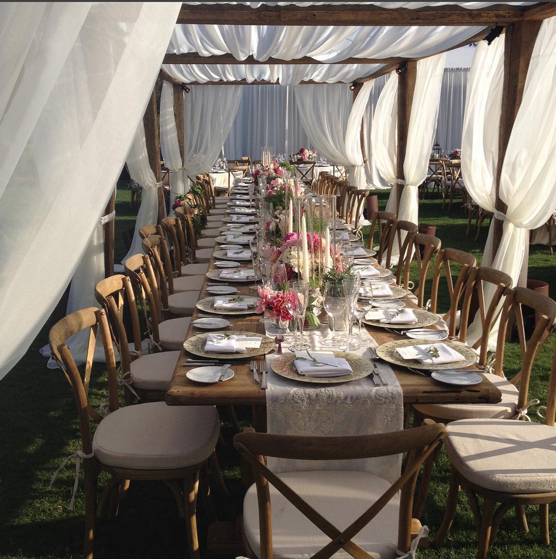 Location Chaises Reception Outdoor Reception Unreal Team Table Setup White Tent Chiffon