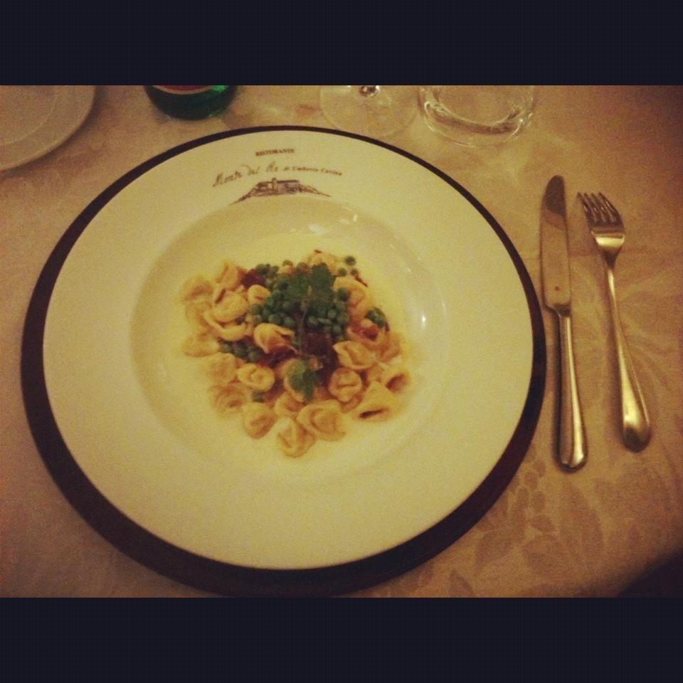 """""""Tortellini su fonduta di Parmigiano, piselli e prosciutto @hotelmontedelre"""" by @mammapapera"""