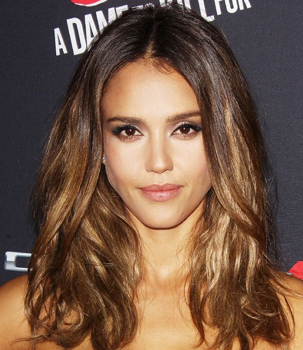 Find Out How To Get Jessica Alba S Caramel Highlights Jessica Alba Hair Color Jessica Alba Hair Hair Color