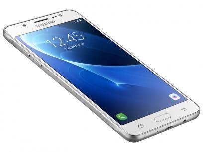 """Smartphone Samsung Galaxy J5 Metal 16GB Branco - Dual Chip 4G Câm 13MP + Selfie 5MP Flash Tela 5,2"""" com as melhores condições você encontra no Magazine Fonsecadivulga. Confira!"""