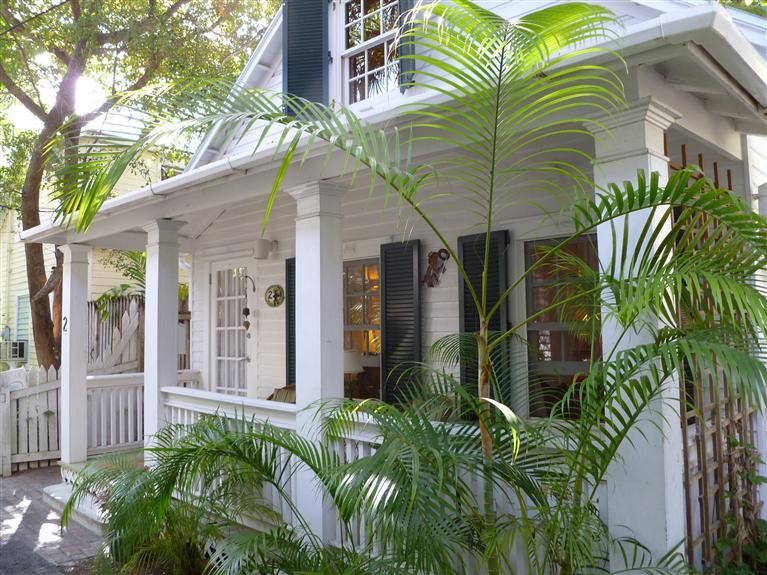 Adorable Turnkey Conch Cottage On A Very Private Walking Lane In The Heart Of Old Town Key West Steps Beach Cottage Decor Key West Cottage Beach Cottage Style