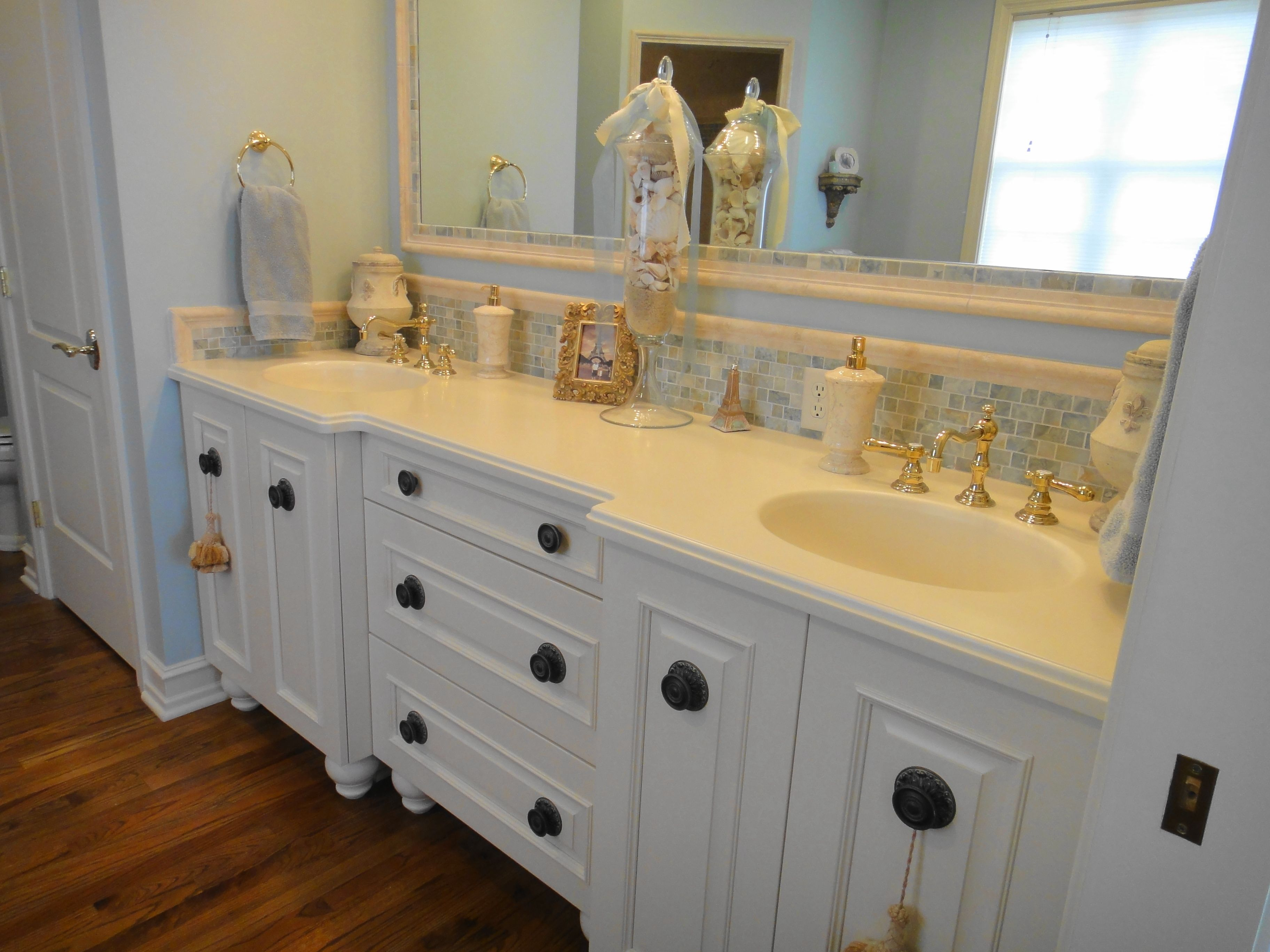 First Floor Master En Suite With Double Vanity Linen Closet Make Up Table With Lighted