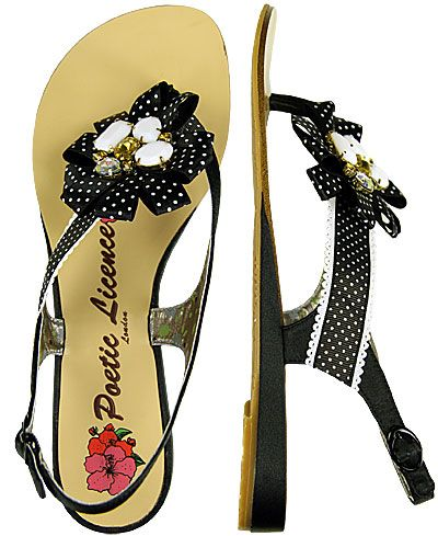 adorrrable sandals from the buckle. want!