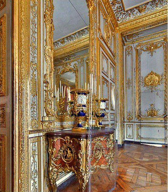 Petits appartements de versailles le cabinet int rieur du roi ou cabinet d 39 angle vue sur la - Consulat du maroc porte de versailles ...