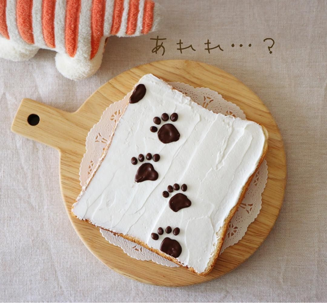 Paw prints toast art by meeeegu-☆ (@gomasan___7)