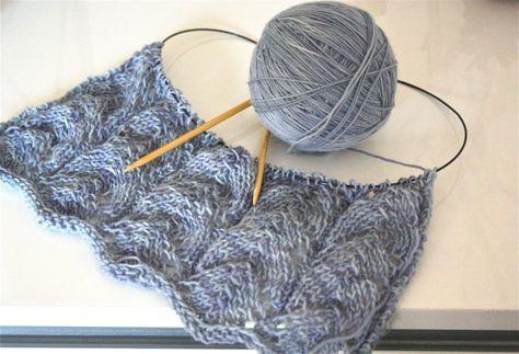 Ein Tutorial Fur Ein Einfaches Lace Muster Dreieckstuch Stricken Anleitung Stricken Schal Stricken Anleitung