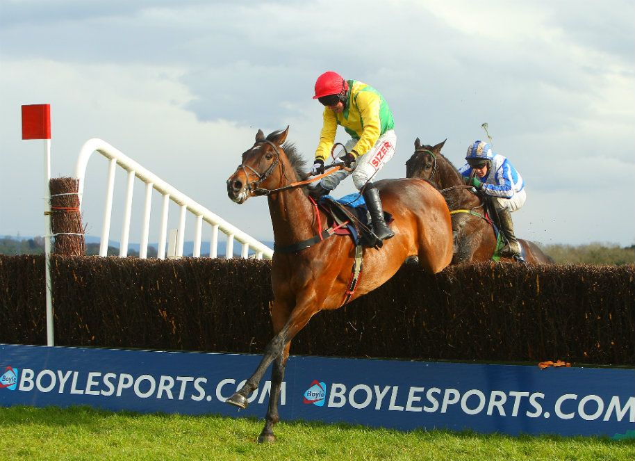 Sizing Europe and Andrew Lynch win the boylesports.com Champion Chase Punchestown Festival Photo:Patrick McCann 24.04.2012