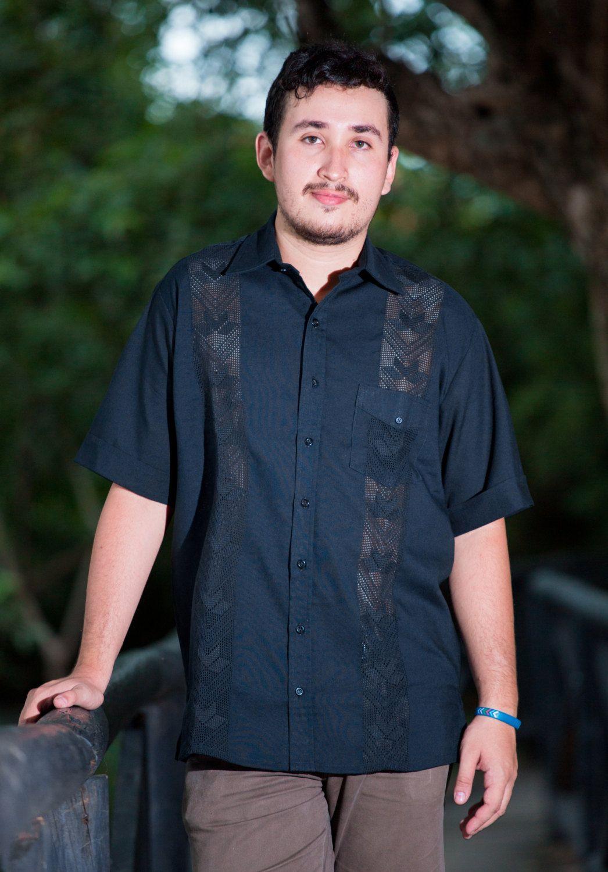 82599524b0 Camisa Guayabera negra de mundoartexpo2016 en Etsy