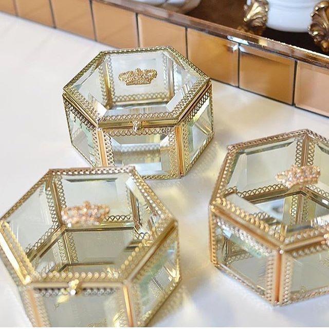 Nova versão dos nossos porta jóias coroa ✨✨super elegante para decorar e presentear. {168 reais} www.boutiquedeluxo.com.br