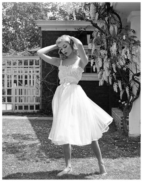 Vikki Dougan, beautiful actress and model of 1950s