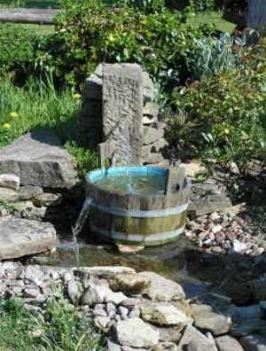 Quellstein für den Bachlauf | Wasserspiele | Pinterest | Bachlauf ...