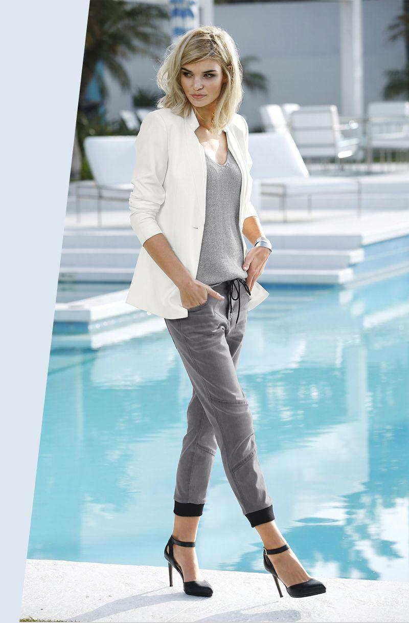 Bei den Männern sind die Cuffed Pants längst Kult – und auch den Frauen stehen die 7/8-Jeans mit Bündchen ganz hervorragend! Dank der Denim mit hohen Stretchanteil hast du immer eine bequeme und gleichzeitig sexy Passform. Dazu: High Heels!