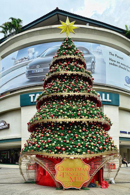 Tanglin Mall Xmas Tree Christmas Tree Inspiration Christmas Backdrops Commercial Christmas Decorations