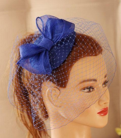 d699b2e4d57 Azul real Fascinator - sombrero azul marino. Velo del birdcage azul ...